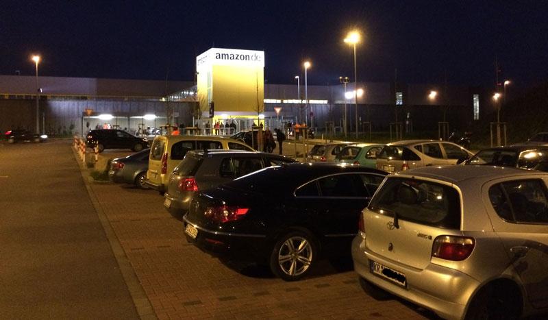 Blick auf das Amazon-Versandzentrum in Rheinberg