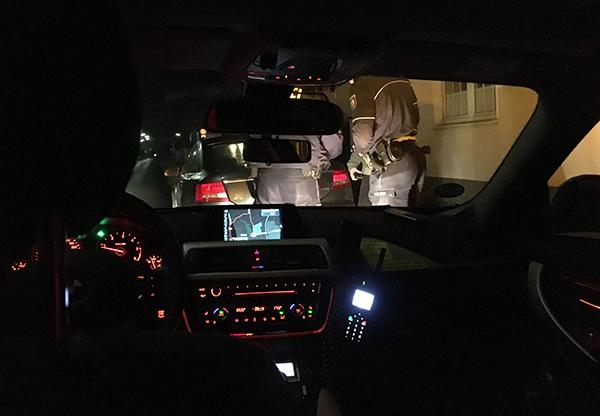 Kurz vor fünf nimmt uns ein Audi A6 mit Tempo die (abknickende) Vorfahrt. Ein paar Sekunden früher und das Auto hätte uns voll mitgenommen. Die Strafe von 25 Euro finde ich da noch moderat.