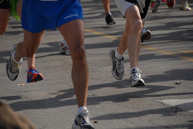Jeder Lauf beginnt mit einem ersten Schritt. (Bild: Ryan Knapp)