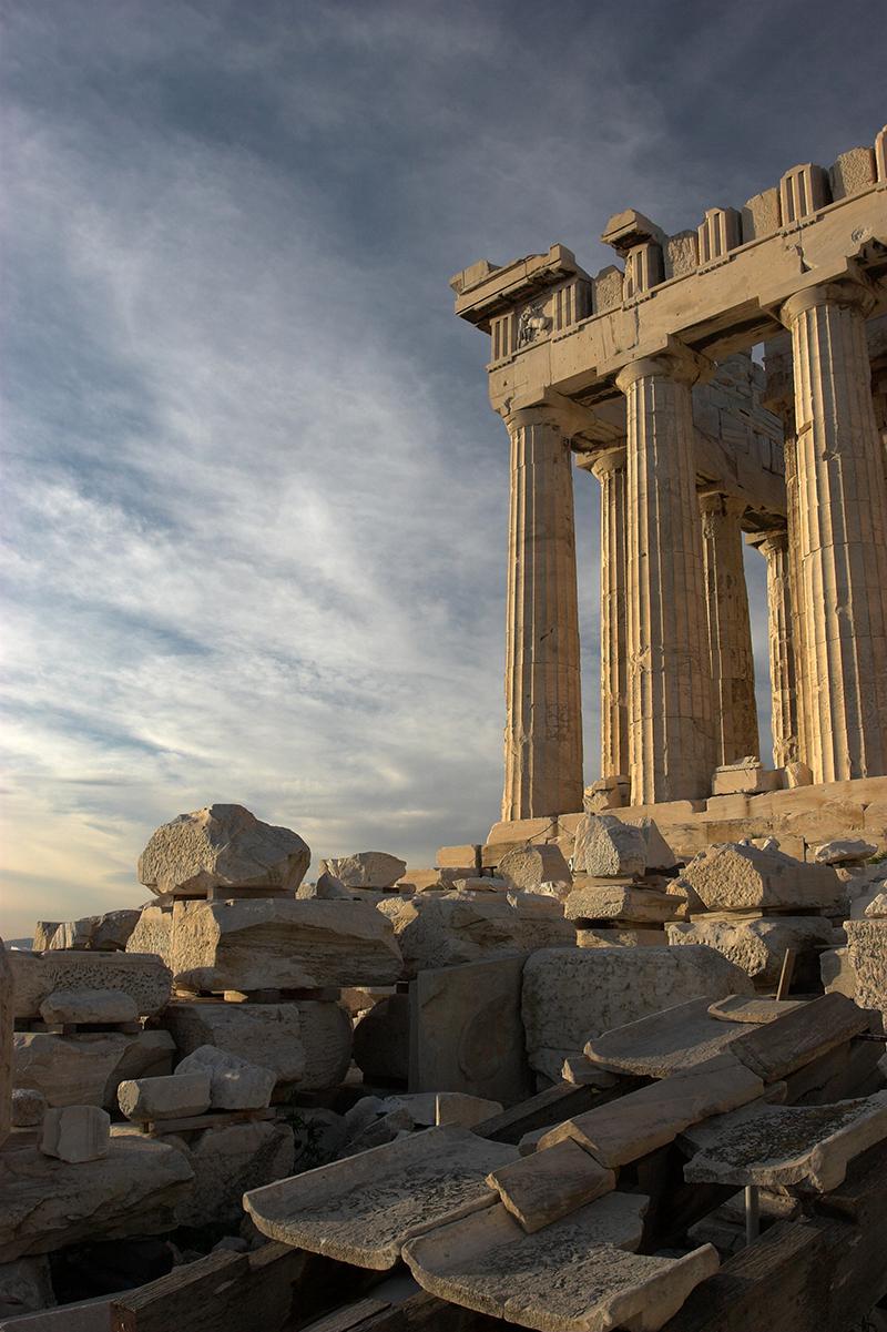 Die Demokratie hat die Jahrhunderte überdauert - so wie es da griechische Partheonon getan hat. Dank starker Fundamente!
